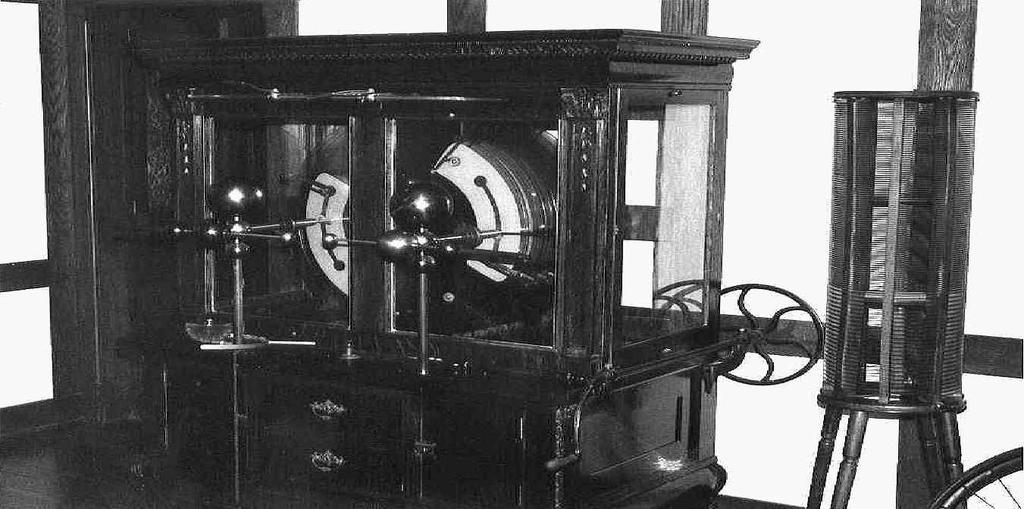 The Bakken 259 Fig. 3. Holtz-Toepler machine (ca. 1900). I believe they were first made in the 1880s and were in use until around 1920.