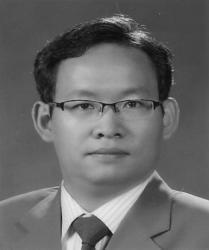 degree in Elecrical Engineering from Yeungnam Universiy, Korea, in 1997, and his M.S. and Ph.D.