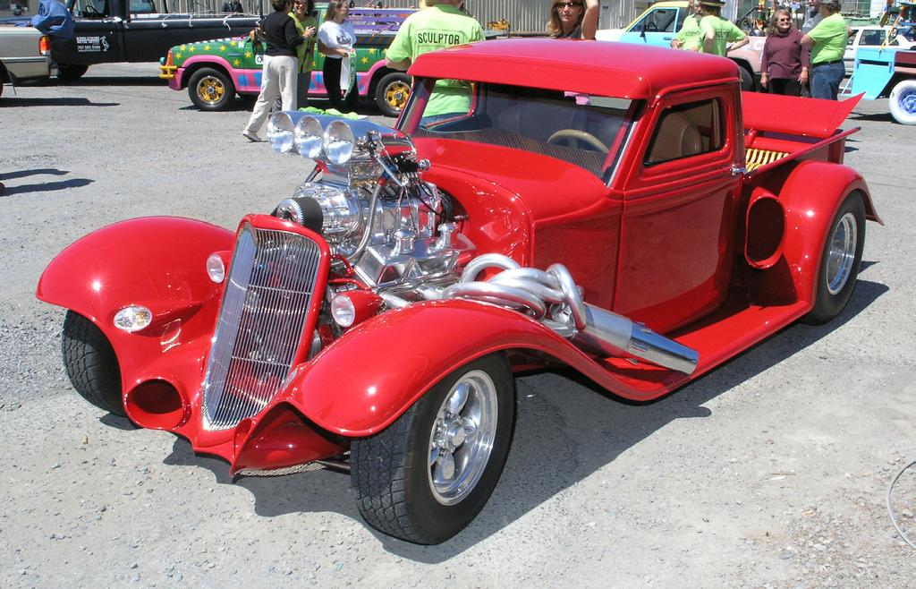 I prefer the moments just after sundown to take a photo of a beautiful car like Michael Cooper s hot rod,