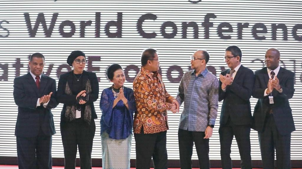 In Bandung, Indonesia, December 5 th to 7 th 2017, over 100 representatives from the government, civil society, the private sector, think-tanks and academia, international