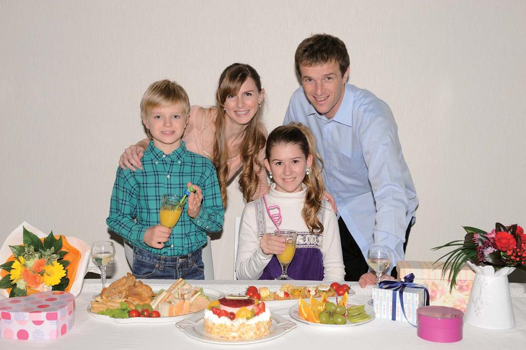Even illumination Suitable for shooting indoor group photographs with bright image edges The