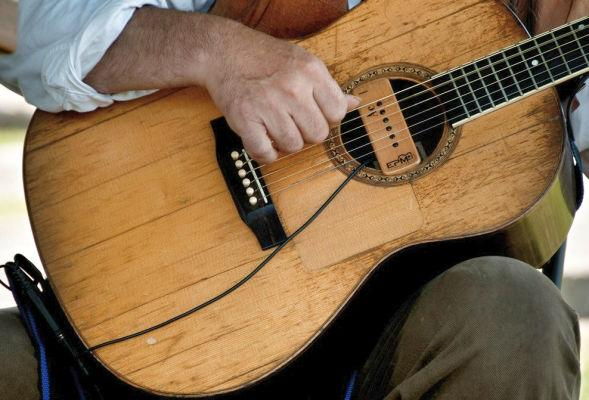 Fingerpicking Patterns 3 Comments It`s clear you guys who visit this site regularly really love to fingerpick. That`s been shown by the popularity of my `Fingerpicking Classics Series`.
