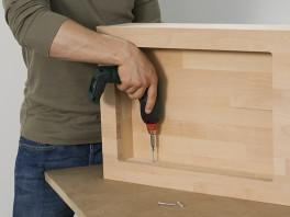 outside. You can now assemble the tray insert side panels using the cordless screwdriver and screws (3.5 x 40 mm).