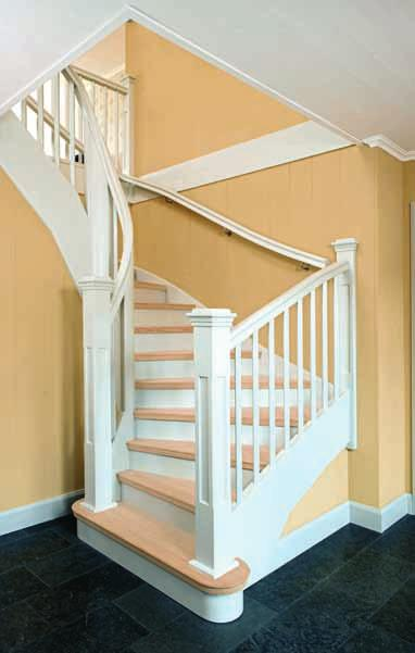 Half turned Staircase Grand Entrance