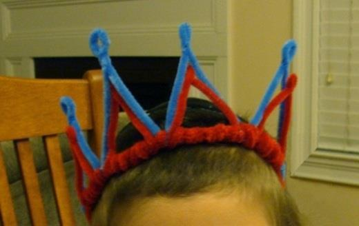 Pipe Cleaner Crowns 7 blue pipe cleaners Or whatever colour you choose 1. Bend blue pipe cleaner in half and twist at make a loop. Make four like this. 2.