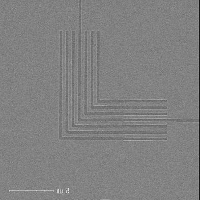 EUV mask pattern and wafer print result 70nm