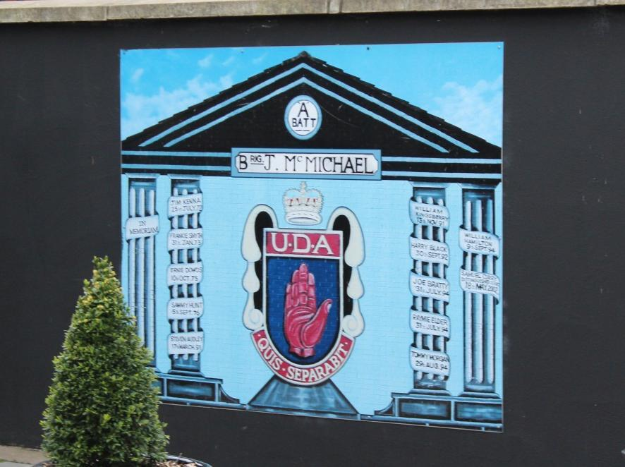 Foster 28 Figure 16: UDA memorial mural with the paramilitary emblems - Sandy Row, Belfast Figure 17: Defunct paramilitary mural (surrounded by Union Jack colors) on Sandy Row,