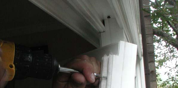 STEP 5: MOVABLE PANEL INSTALLATION Prior to panel installation, snap in the interlock piece.
