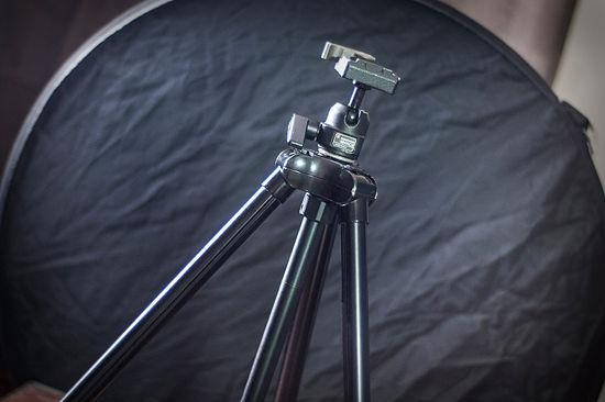 [3] A flashlight can be used to fill in shadows. Ensure that wherever the tripod is set up is safely out of the way of other people tripping over it.
