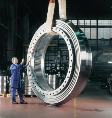 FOR ADVANCED BEARINGS IN THE MINING & CONSTRUCTION SECTOR Technical progress in the fields of mining, recovery of oil and gas, processing engineering and construction machinery is accelerating