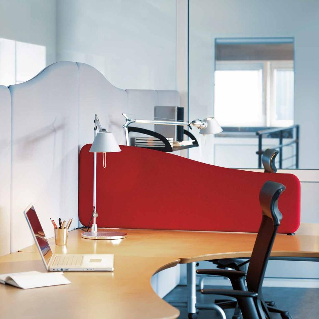 Softline DESIGN ABSTRACTA The Softline table screens come in both rectangular and wave shapes.