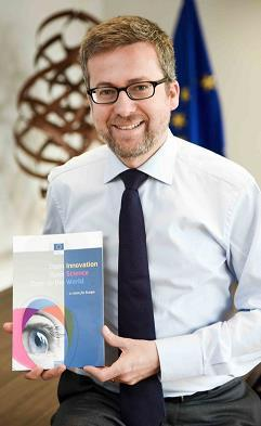 1. EU & Horizon2020 policy priorities set by European Commissioner Moedas Open, Open Science and Open to the World Open Science Open Open to the World Open Access Open Data and European Open Science