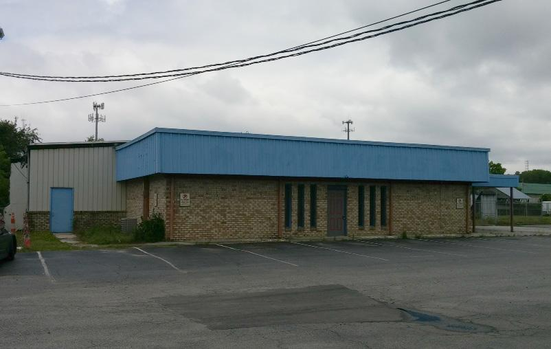 Folly Rd. - Former Roller Rink Retail / Warehouse / Land Lease / BTS 1523 Folly Rd. Charleston, SC 29412 Sq Ft: 16,000 Price: $5.