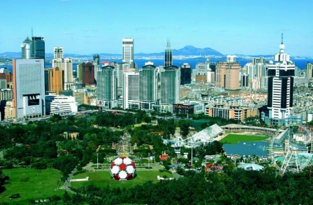 I would like to share you my hometown, Dalian, a beautiful city which is located in Northeast China.