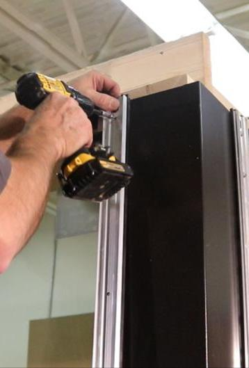 Tip: Power drill/drivers can be used in this step only if set to a very low setting, then use the torque wrench to finish. 14. Repeat steps 1 to 13 for the other mullion sections. 15.