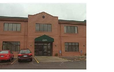 55104 Medical 13,000 SF 1972 12,598 SF $14.00 NNN Great building at University and Snelling.